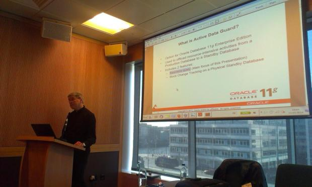 Uwe Hesse presenting about Data Guard